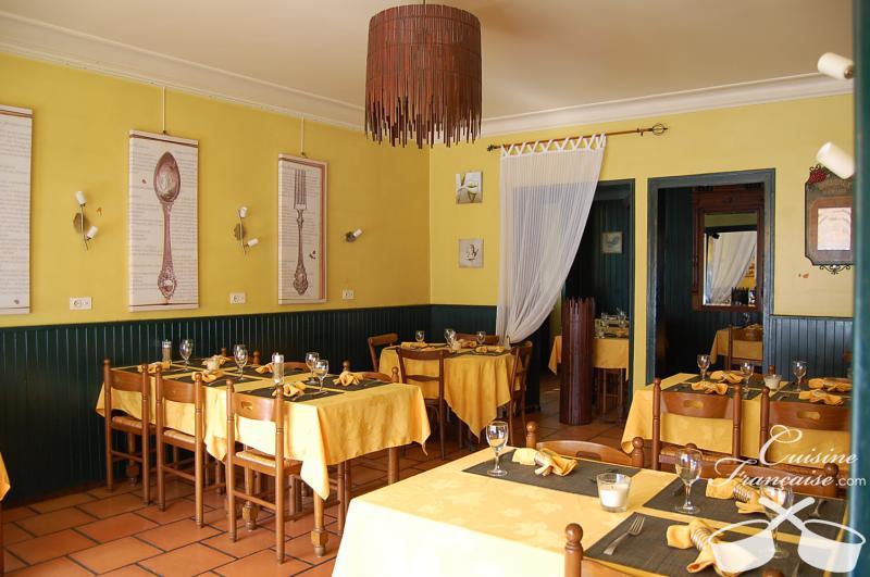 Restaurant la petite cour cornier cuisine fran aise for Petite cuisine restaurant